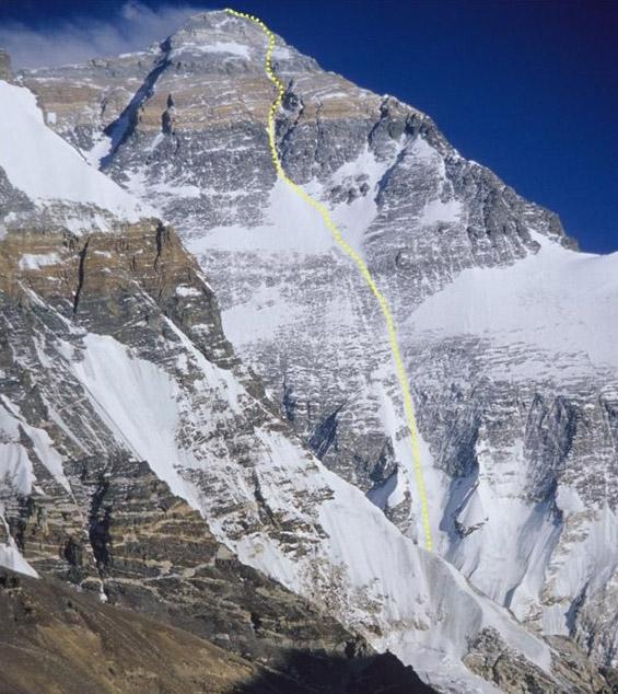 Everest Nordwand mit Routenverlauf, Foto: Ralf Dujmovits - amical.de